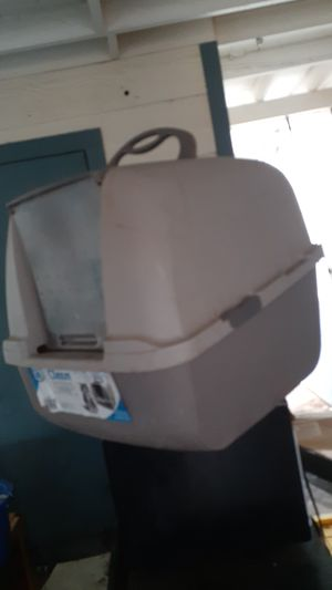 Cat pan with hood for Sale in Lubbock, TX