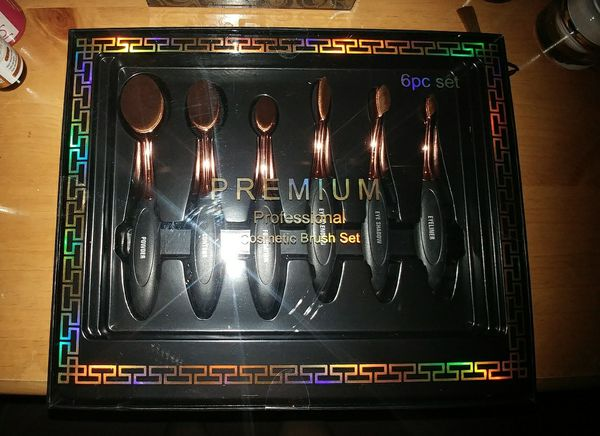 Brand new professional makeup brushes