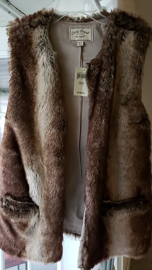 LUCKY BRAND FUR VEST SIZE XS-S for Sale in Lutz, FL