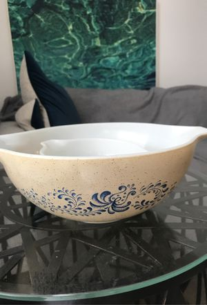 Pyrex mixing bowls - set of 2 - $15 for Sale in San Diego, CA