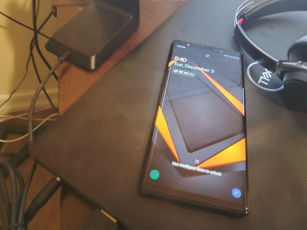 Unlocked Samsung Note 9 good condition. Paid off