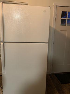 Whirlpool 18.2-cu ft Top-Freezer Refrigerator for Sale in Spokane, WA