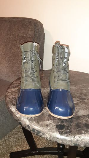 Womens boots size 9.5 for Sale in Cleveland, OH