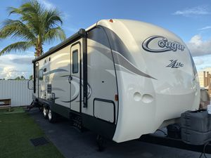 2016 Travel Trailer (RV) 31' Cougar for Sale in Homestead, FL