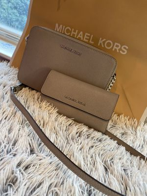 Michael Kors for Sale in HILLTOP MALL, CA