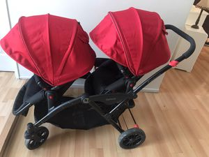 Baby twin stroller for Sale in Los Angeles, CA