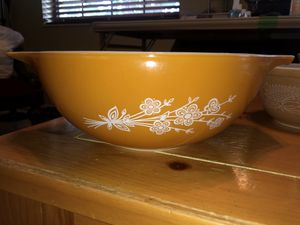 Vintage Pyrex Butterfly Gold Bowl for Sale in Miami Springs, FL
