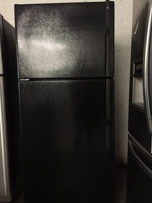 Black top freezer refrigerator brand GE for Sale in Fort Lauderdale, FL