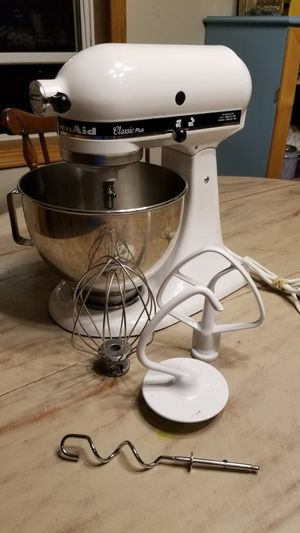 Kitchenaid Classic Plus Stand Mixer for Sale in Appleton, WI