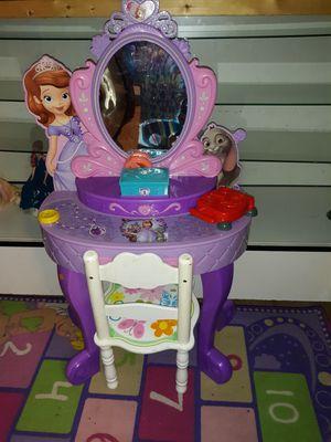 En venta hermoso tocador de niña con silla incluida exelelntes condiciones for Sale in Houston, TX
