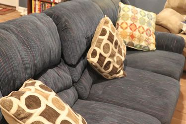 Blue Reclining Sofa for Sale in Waldorf,  MD