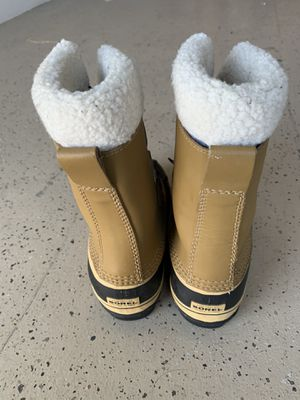 Sorel Children's Snow ⛄️ and Rain ☔️ Boots Size 2 Worn Great Condition $65.00 or Best Offer for Sale in Huntington Beach, CA