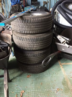 Set of tires 265/70/r17. Michelin for Sale in West Chicago, IL