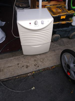 30 pint dehumidifier for Sale in Blacklick, OH