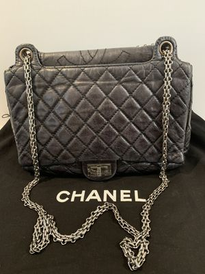 Preowned authentic CHANEL coated calfskin Medium messenger bag for Sale in San Diego, CA