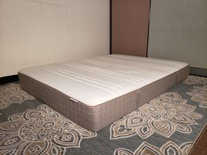Queen mattress - can DELIVER for $20 extra almost anywhere - looks NEW - very clean with no stains and super comfortable for Sale in San Jose, CA