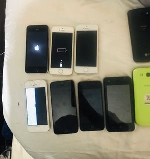 iPhone 5s , 5 , 4, and Samsung phone LOT most of them turn on for Sale in Long Beach, CA