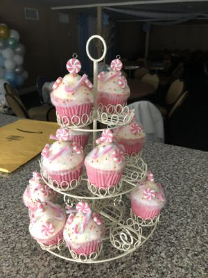 Cupcake holder stand for Sale in Hialeah, FL