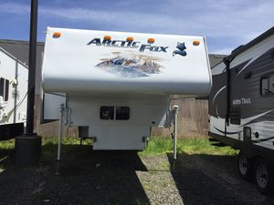 2011 Arctic Fox 990 Truck Camper - Very Nice!! for Sale in Monroe, WA