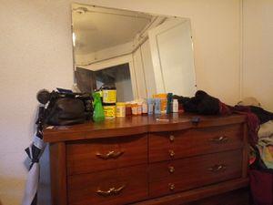 Nice dresser,huge mirror. for Sale in Waterloo, IA