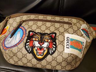 Gucci Courrier Waist Bag GG Supreme Beige/Ebony for Sale in San Francisco,  CA