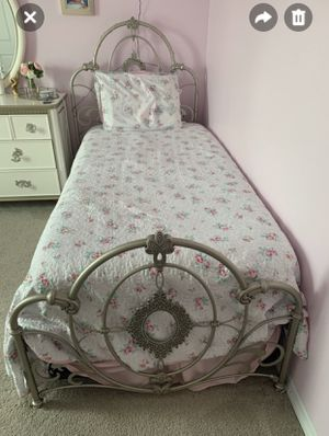 Princess twin bed with mattress for Sale in MAGNOLIA SQUARE, FL