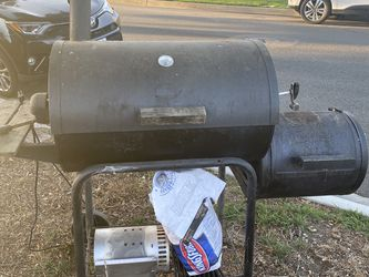 Free Charcoal Grill for Sale in Long Beach,  CA