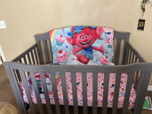 Baby Crib, Mattress and changing table for Sale in Las Vegas, NV
