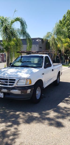 2000 ford f150 Short bed V6 5 SPEED for Sale in Fresno, CA