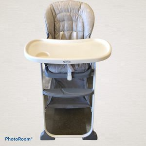 Graco Slim Snacker High Chair for Sale in Las Vegas, NV
