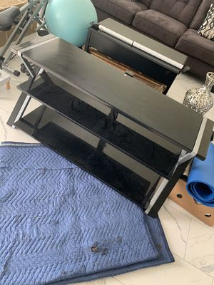 Tv stand ans vase for sale!!!! Today!!! for Sale in Kissimmee, FL