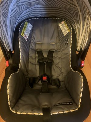 Graco click connect car seat, base, and canopy for Sale in Denver, CO
