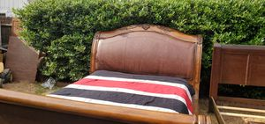 King size bed for Sale in Fresno, CA