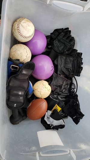 Workout weights, gloves and 4lb balls for Sale in Miami, FL