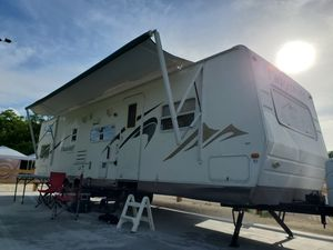 Trailer RV motorhome super lightweight 31 ft. for Sale in Miami, FL