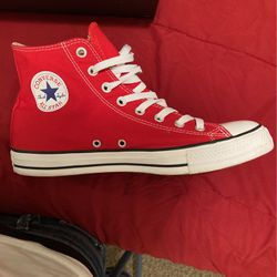 Red converse only worn once for Sale in Fairburn,  GA