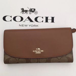 🌻Authentic Coach Checkbook Wallet In Signature NWT. for Sale in Alhambra, CA