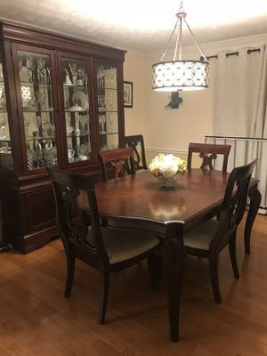 Dinning room set - 8 chairs, table w/2 leaves, China cabinet/hutch for Sale in Springfield, VA