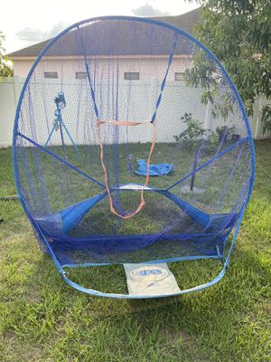 Baseball net with batting tee and bucket of balls for Sale in Kissimmee, FL
