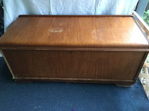 Roos Hope Chest for Sale in Longwood, FL