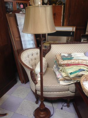 Vintage floor lamp $40.60 inches tall for Sale in Spring Valley, CA