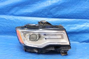 2914-17 Jeep Grand Cherokee right hesdlight for parts only for Sale in Miramar, FL