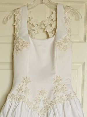 Wedding dress size 6 for Sale in Aurora, CO
