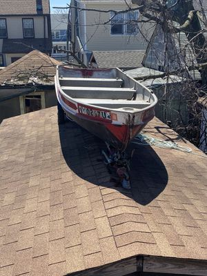 14 foot aluminum boat for sale. Includes a trailer, evinrude engine for Sale in Queens, NY