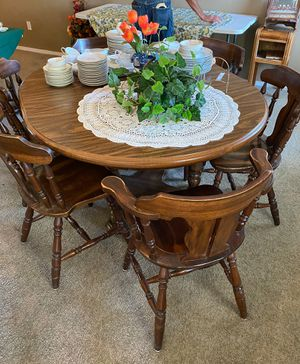 Wooden extendable Table set With 6 Chairs for Sale in Kingsburg, CA