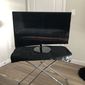Samsung 32 Inch Curved Monitor(s) for Sale in Silver Spring, MD