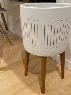Mid-Century Modern Planter West Elm for Sale in Beverly Hills,  CA
