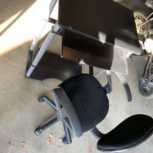 Computer Desk & Chair for Sale in Tulare, CA