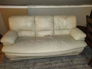 White leather couch for Sale in Fort Worth, TX