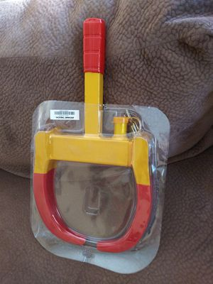 BRAND NEW HEAVY DUTY WHEEL LOCK CLAMP BOOT TIRE,COMES WITH KEYS YOU CAN USED FOR CAR TRAILERS BOATS ETC for Sale in Los Angeles, CA